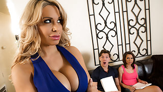 Alyssa Lynn & Cece Capella & Markus Dupree in Music To A Moms Ears - Brazzers